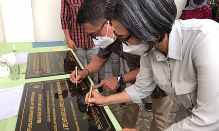 Bupati Yasti Resmikan Kantor Desa dan Sekretariat Pemuda Desa Bakan Program CSR PT. JRBM